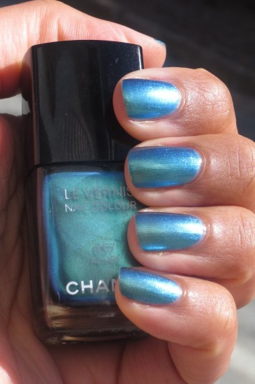 Chanel Azure swatch (9)