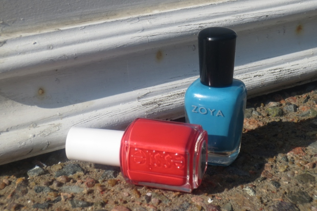 Summer Polish Combo: Zoya Robyn with Essie Come Here